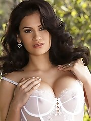 Vanessa Veracruz shows off her fantastic body in lingerie